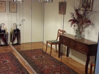 Dressing sur mesure en miroir dans appartement parisien